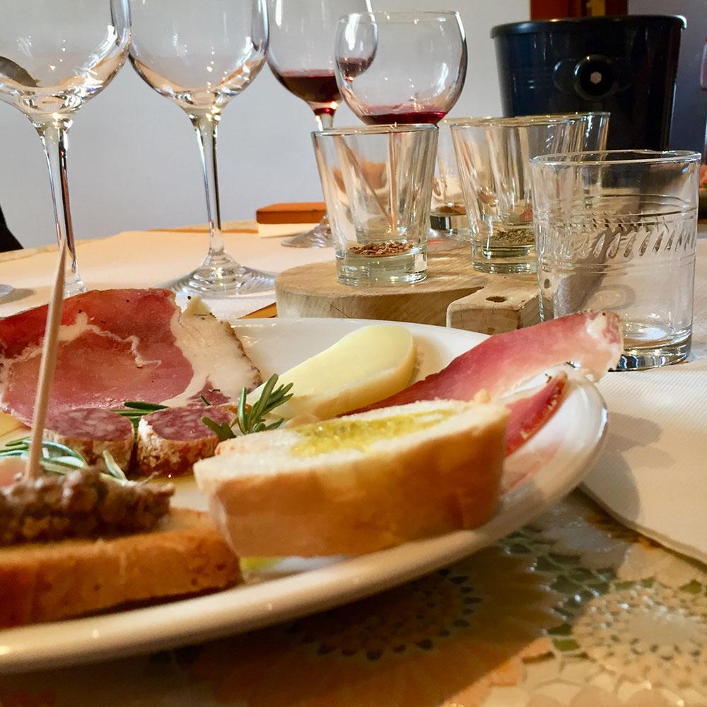 Enoturismo degustazione il naso nel vino